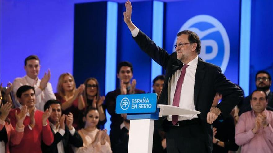 """Rajoy pide el voto al PP a todo el que """"no quiere que gobiernen ocho o nueve"""""""