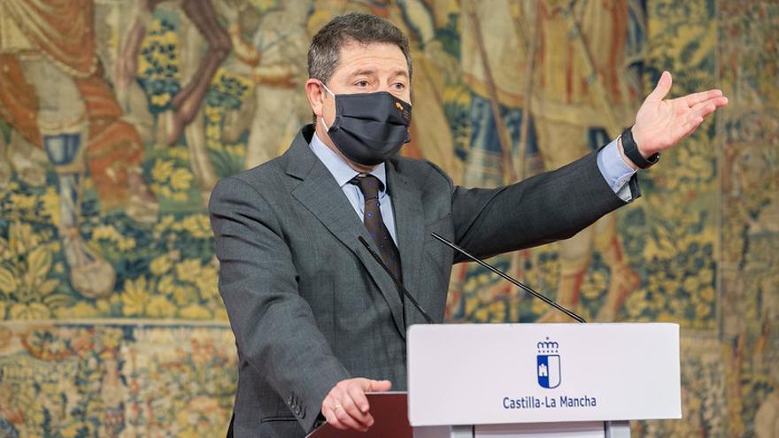 """Castilla-La Mancha estudia ampliar el toque de queda hasta la medianoche """"con especificaciones"""" según los sectores"""