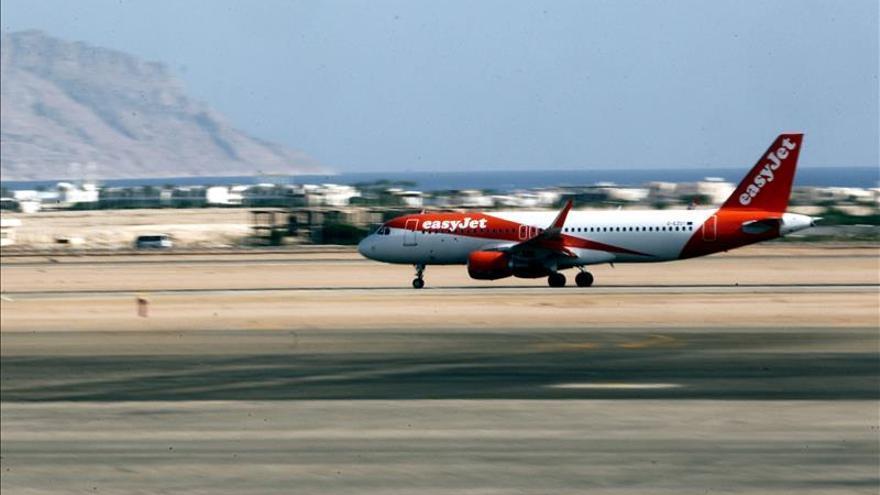 Los primeros turistas británicos llegan de Egipto entre las sospechas de atentado