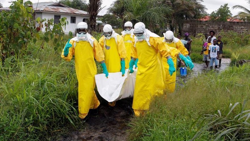 """La OMS se prepara para el """"peor escenario"""" ante un brote de ébola en la RD Congo"""