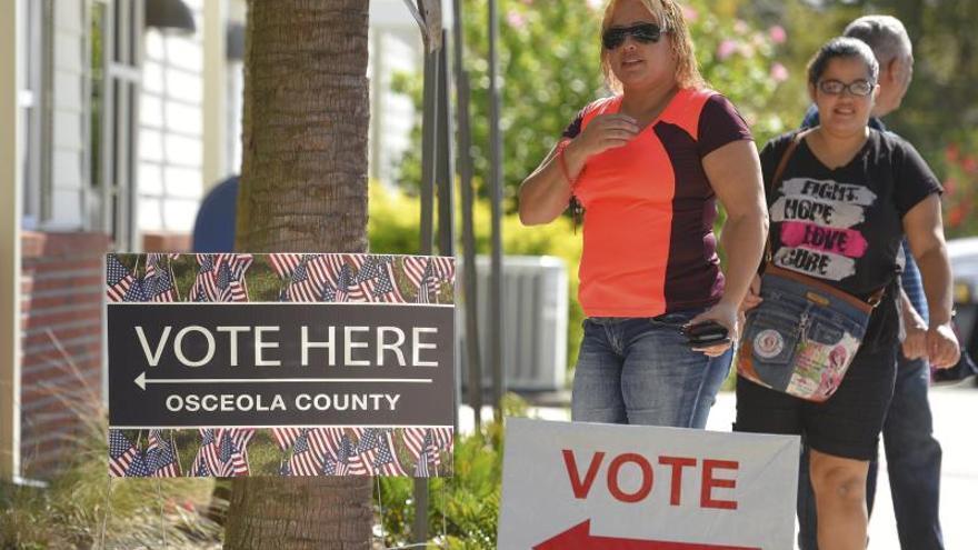 La gran mayoría de hispanos votará por el candidato demócrata en 2020, según un sondeo