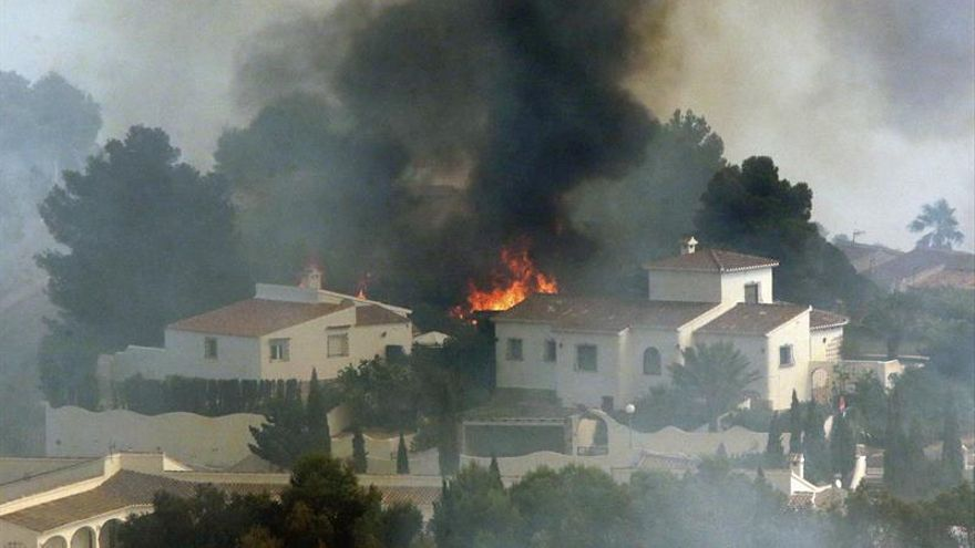Prevén estabilizar el fuego de Xábia en unas horas y ahora preocupa Bolulla