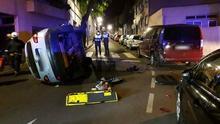 El automóvil estaba volcado de manera lateral, por lo que la liberación de las dos afectadas se realizó por el portón trasero con collarín y tablero espinal.