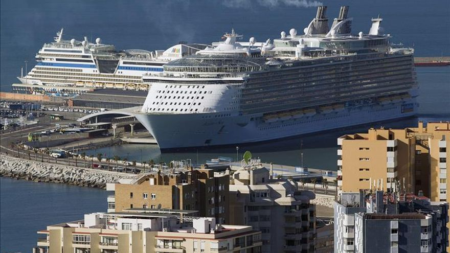 El barco más grande del mundo llega a Barcelona y dejará 27 millones en España