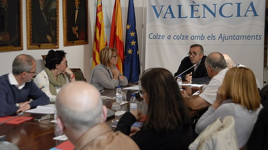 El diputado responsable de Egevasa, Voro Femenia, en una reunión en la Diputación de València