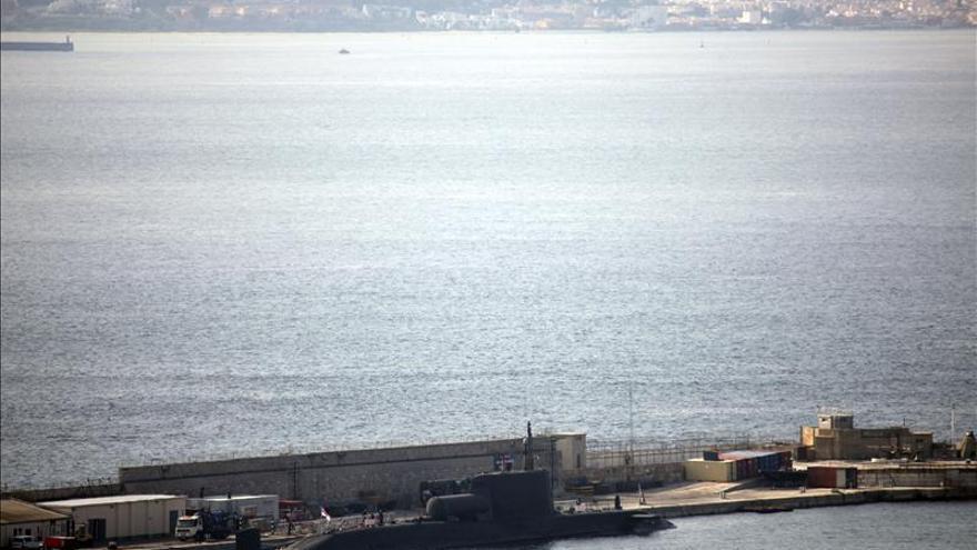 "Recala en Gibraltar el submarino nuclear norteamericano ""Helena"""