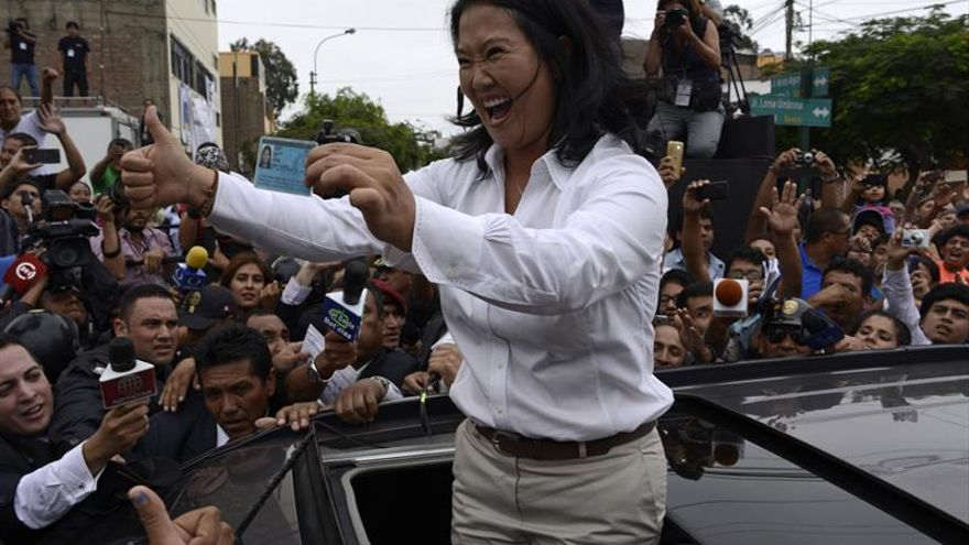 Fujimori y Kuczynski recaban apoyos para romper la igualdad de las encuestas