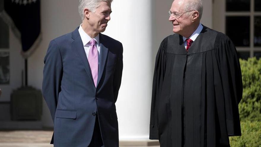 Neil Gorsuch jura el cargo como nuevo juez del Tribunal Supremo de EE.UU.