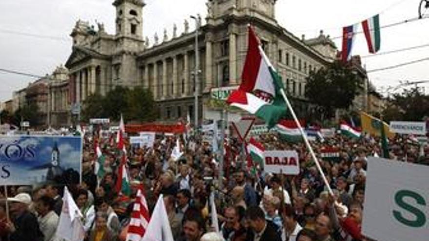 Miles de manifestantes protestan contra los recortes en el gasto público