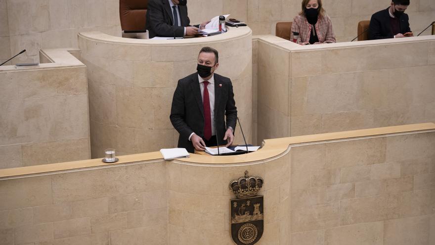 Archivo - El consejero Guillermo Blanco en el Parlamento