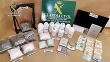 Dinero y sustancias interceptadas por la Guardia Civil de la red que introducía éxtasis y cocaína en Tenerife y La Palma a través de 'mulas'.
