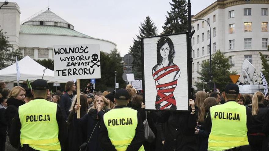 El Parlamento polaco da luz verde a la tramitación de la ley de prohibición del aborto