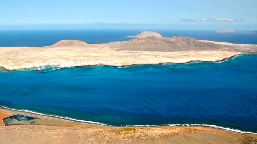 La Isla de La Graciosa desde el Mirador del Río, en el norte de Lanzarote.