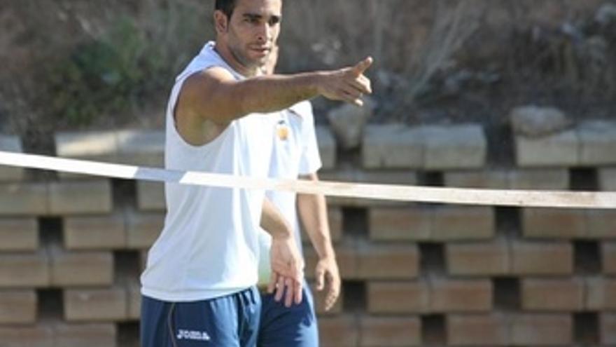 El Defensa Francés Del Valencia Adil Rami