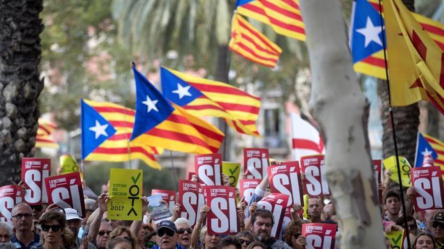 """Más de 200 abogados catalanes ven el 1-O un """"grave ataque a la democracia"""""""