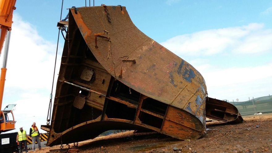 Extraídas las últimas piezas del buque 'Lirio' en el Puerto de La Luz.