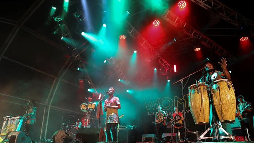 El músico ghanés Pat Thomas y su grupo Kwashibu Arfa Balad en el Womad Las Palmas en el parque Santa Catalina de la capital grancanaria.