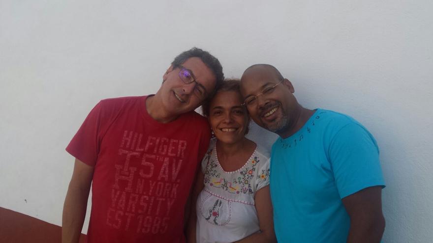 Los músicos César Cabrera (i), Margarita Galván y Raúl Bermúdez.