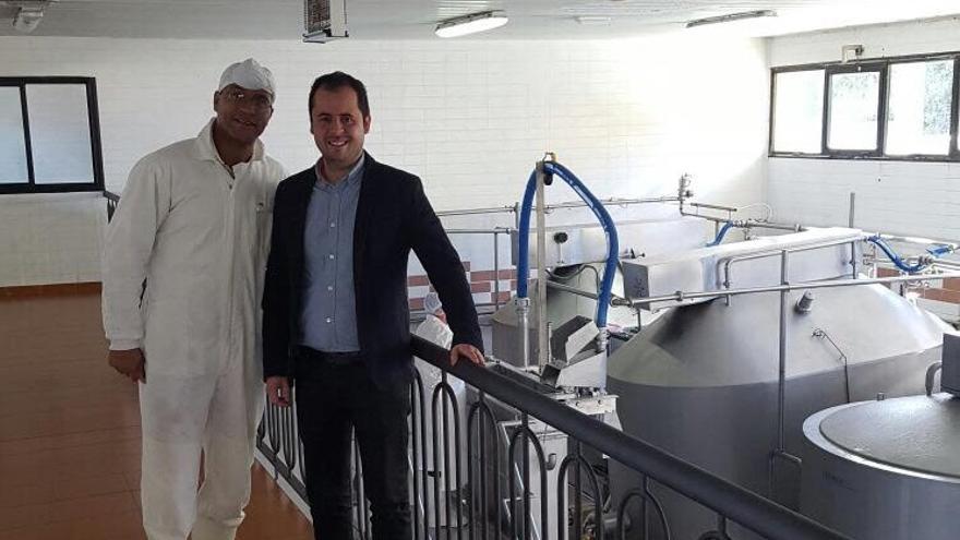 Alexis Pacheco, durante una visita a la quesería de Benijos