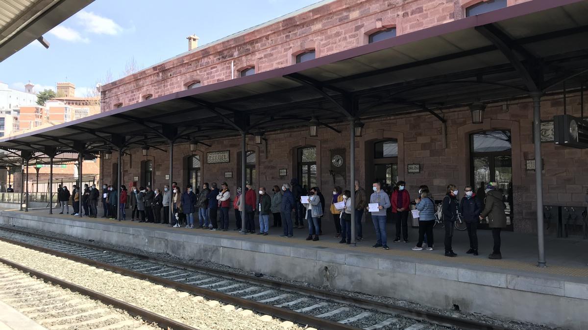 Concentración en la estación de Teruel el 18 de abril