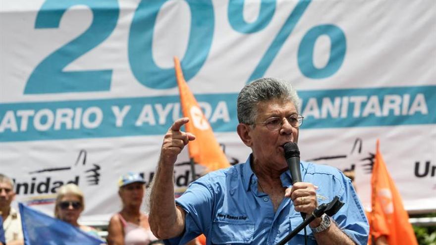 """Ramos Allup dice que el revocatorio no se """"regateará"""" en un potencial diálogo"""