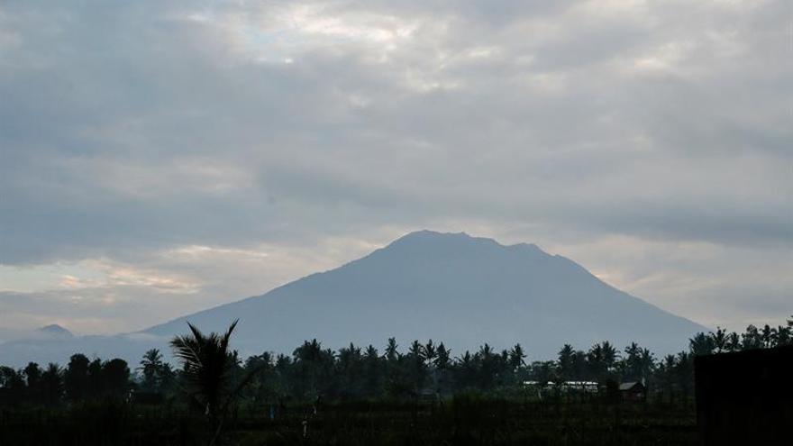 El número de evacuados por el volcán Agung en Bali se acerca a los 35.000