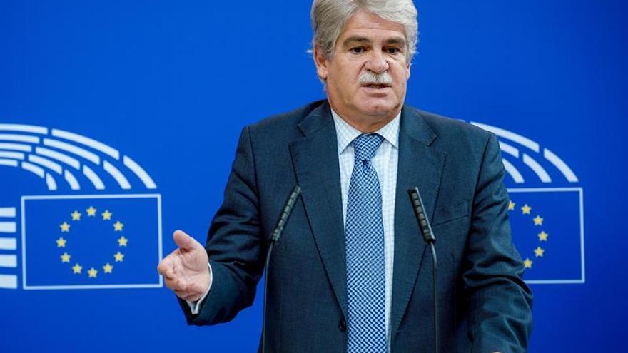 """Dastis dice que """"no hay tensión"""" con Bélgica por la situación de Puigdemont"""
