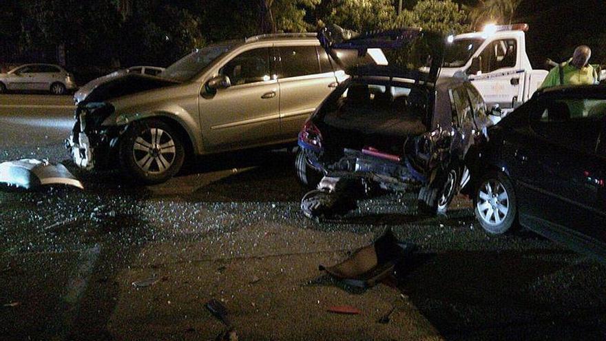 Un menor provoca un accidente de tráfico en Sevilla al evitar un control de alcoholemia