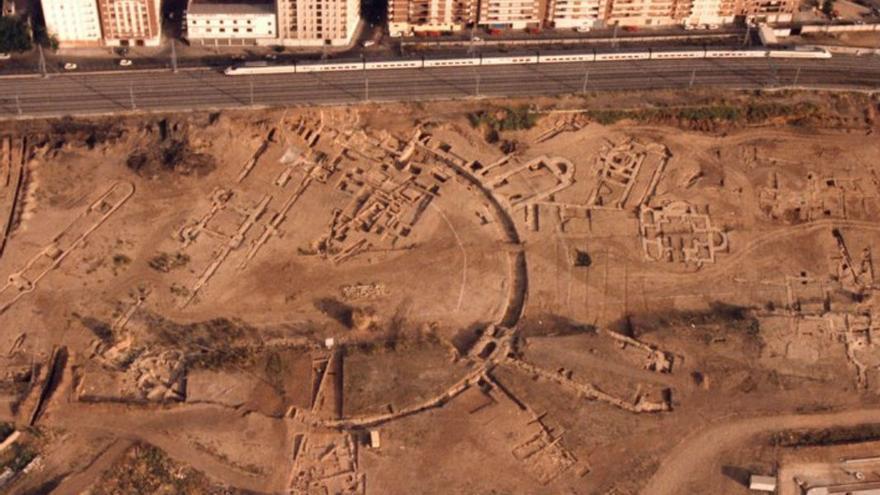 Vista aérea del yacimiento de Cercadilla antes de que fue arrasado por la construcción de la estación   CORDOBAPEDIA