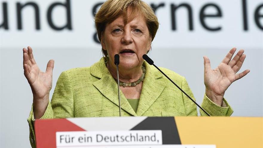 La campaña de Merkel adopta tonos épicos entre abucheos ultraderechistas