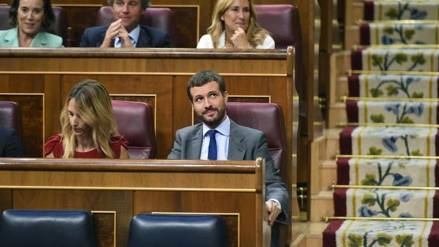 """Casado critica la """"comedia de enredo"""" que ve entre PSOE y Unidas Podemos"""