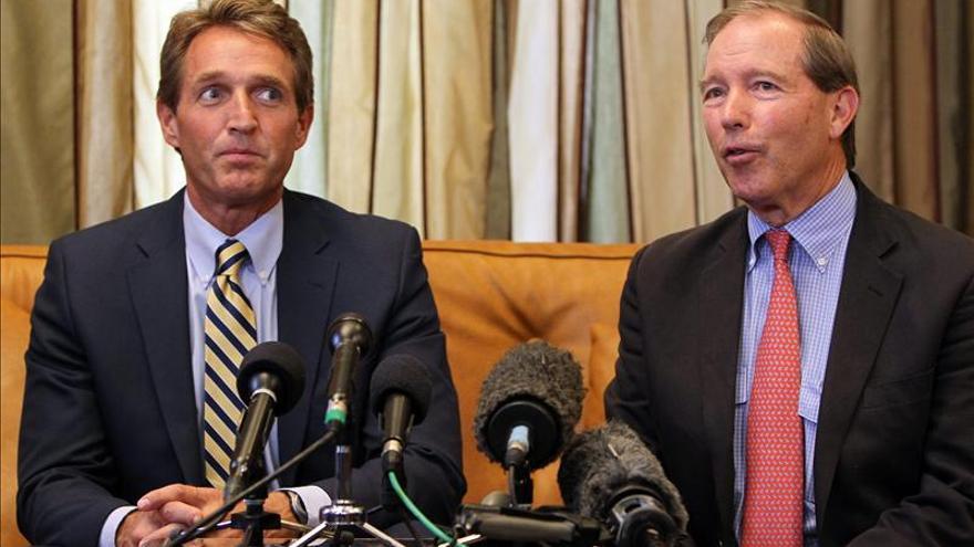 Dos senadores estadounidenses visitan en Cuba al contratista preso Alan Gross