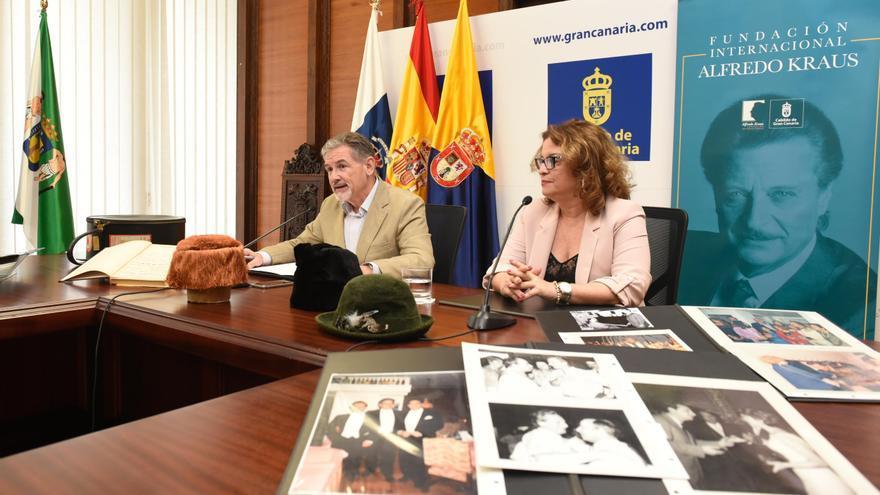 El consejero de Hacienda del Cabildo, Pedro Justo Brito, y la presidenta de la Fundación Kraus, Rosa Kraus