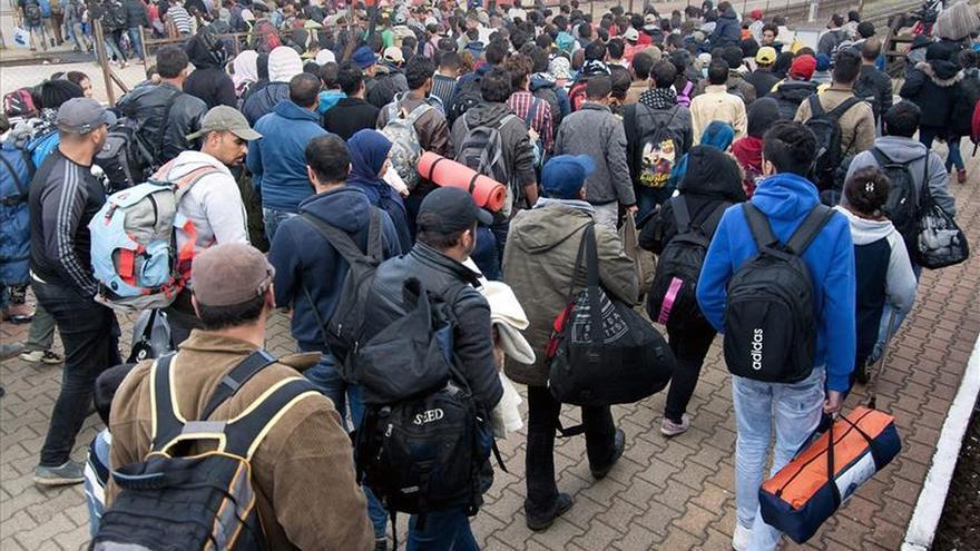 Hungría prepara la construcción de nuevas vallas para parar a los refugiados