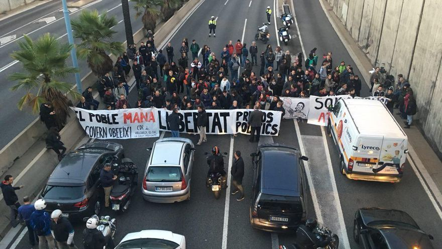 La ronda de Dalt, cortada por la huelga en Catalunya.