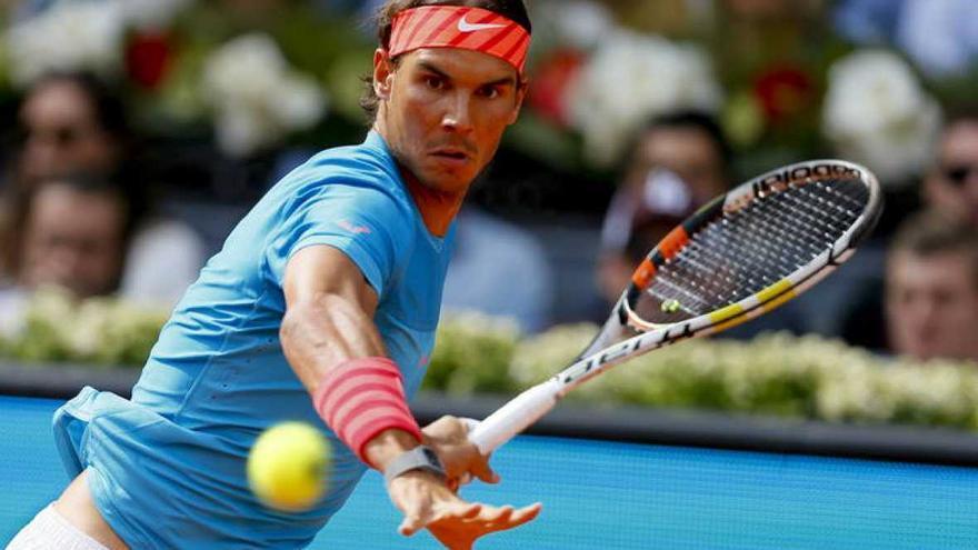 El tenista Rafa Nadal aprendió a jugar con la izquierda pese a ser diestro