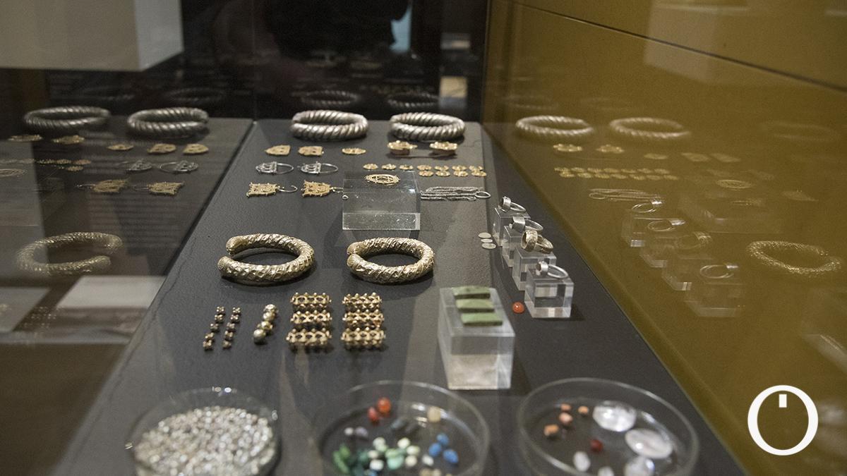 La consejera de Cultura y Patrimonio Histórico, Patricia del Pozo, presenta las piezas del Tesorillo de Baena en el Museo Arqueológico