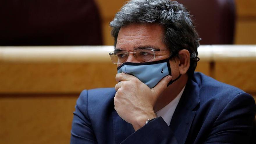 El ministro de Migraciones asegura que no viajará a Canarias a hacerse fotos tras críticas del PP