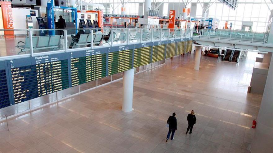 Los pasajeros del avión desviado a Praga continuaron viaje a Varsovia