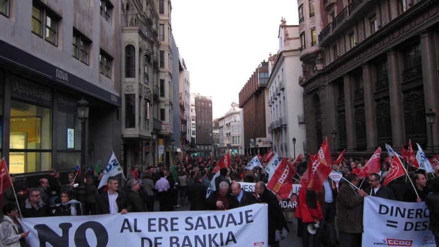 Trabajadores de Bankia y Banco de Valencia se concentran en Valencia contra el ERE y prometen más protestas