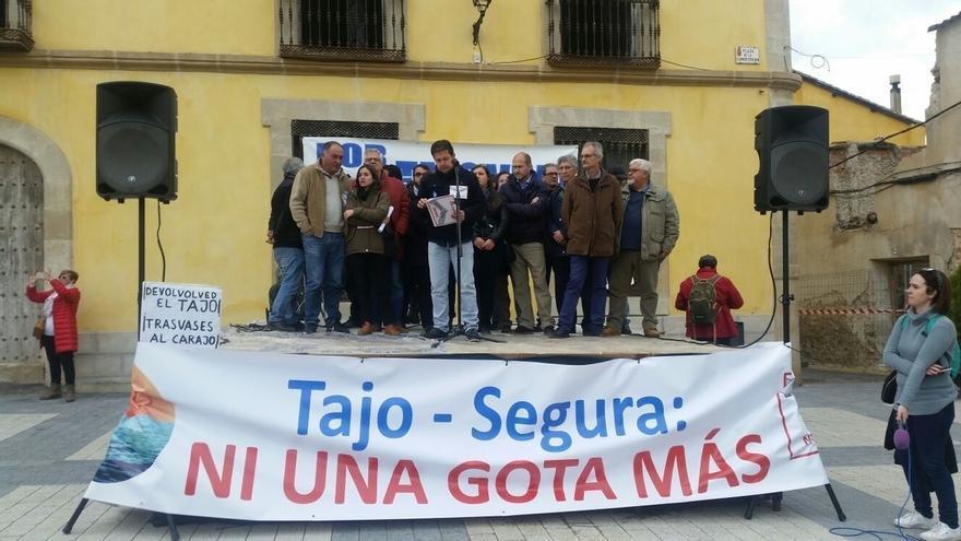 """Los Ribereños condenan el trasvase y reivindican en caravana """"ni una gota más"""" del Tajo al Segura"""