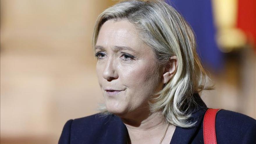 """Le Pen ve """"avances"""" en el discurso de Hollande pero también """"lagunas"""""""