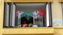 Los sevillanos, que se han quedado sin Feria este año, se han dedicado a 'ferializar' sus casas y sus balcones.