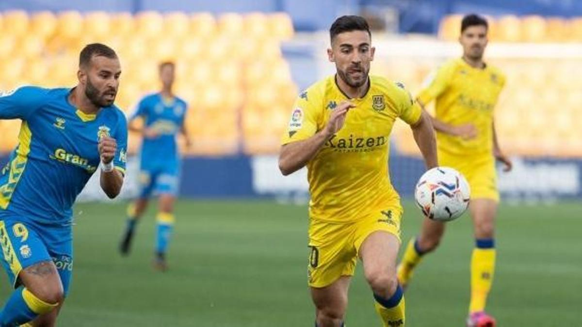 José León apuntala la defensa del CD Tenerife