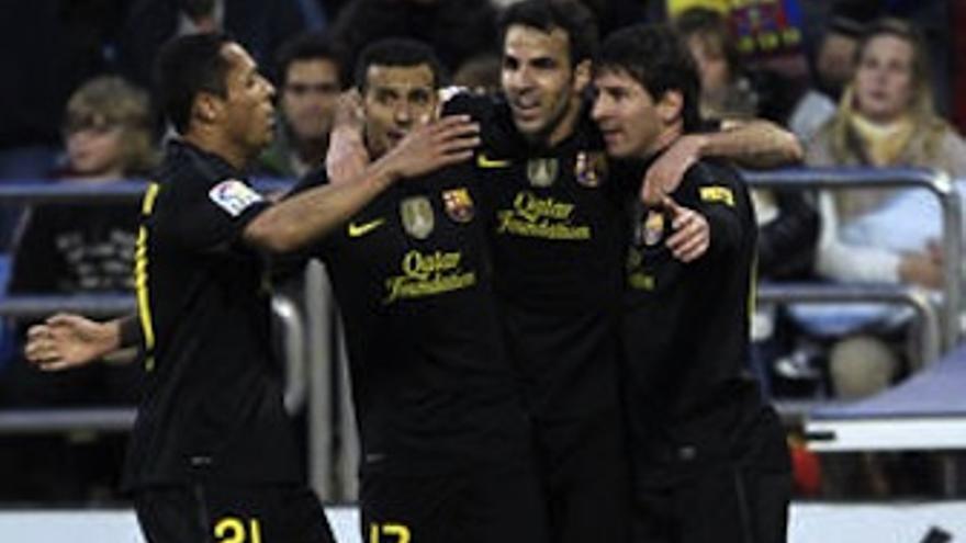 Pedro celebra con sus compañeros el tanto que cerró la goleada. (fcbarcelona.cat)