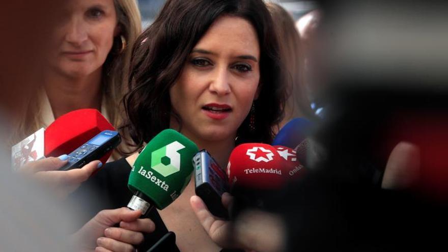 """Díaz Ayuso acusa a Torra de apoyar un proceso de """"batasunización"""" en Cataluña"""