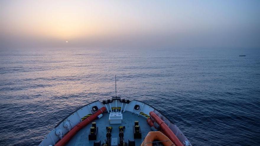 Al menos seis personas muertas al naufragar un bote frente a la costa Libia