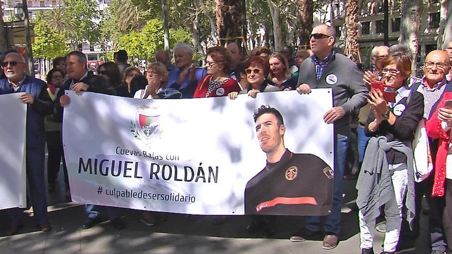 """Sevilla defiende la """"inocencia"""" del bombero investigado por Italia tras participar en una misión humanitaria"""