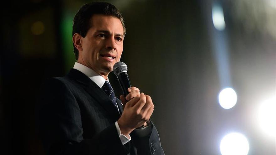 """Peña Nieto lamenta la muerte de Fidel Castro, """"un amigo de México"""""""