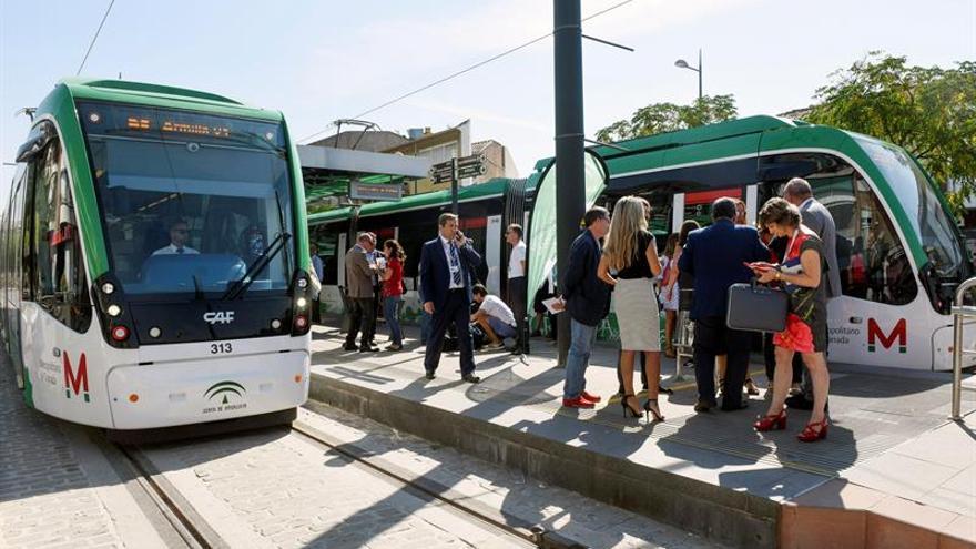 Unos 20.000 pasajeros hacen uso del Metro de Granada en su primer día